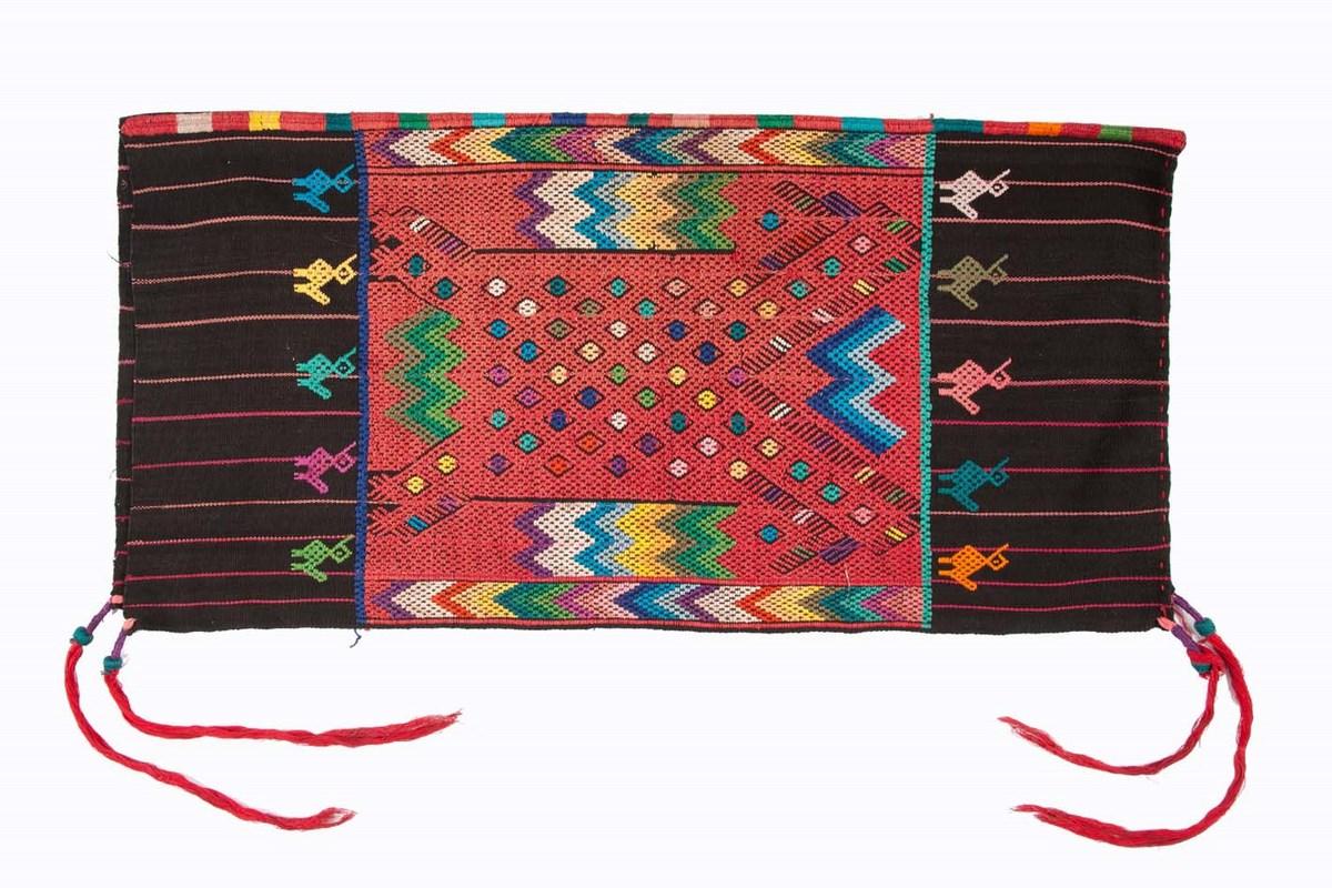 Kobieca chusta ceremonialna (źródło: materiały prasowe organizatora)