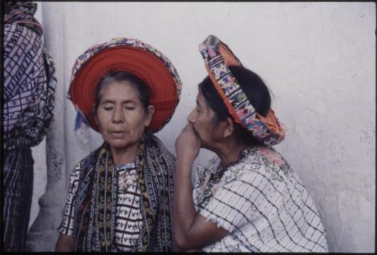 Kobiety z grupy Tz'utujil w Santiago Atitlan, fot. Danuta Gowin (źródło: materiały prasowe organizatora)