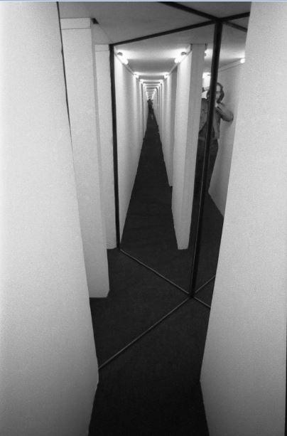Krzysztof Wodiczko, Przejście / Passage, Galeria Współczesna, Warszawa / Warsaw 1970 (źródło: materiały prasowe organizatora)
