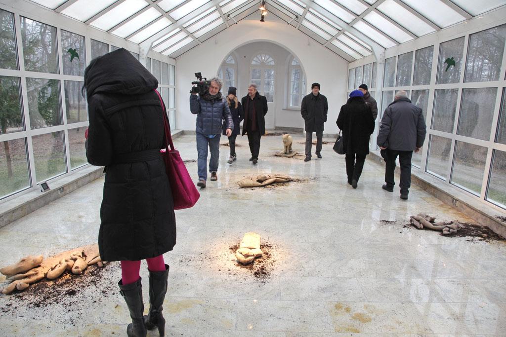 """Tomasz Skórka, """"Ożywcze miejsce"""", Galeria Oranżeria, Centrum Rzeźby Polskiej w Orońsku (źródło: materiały prasowe organizatora)"""