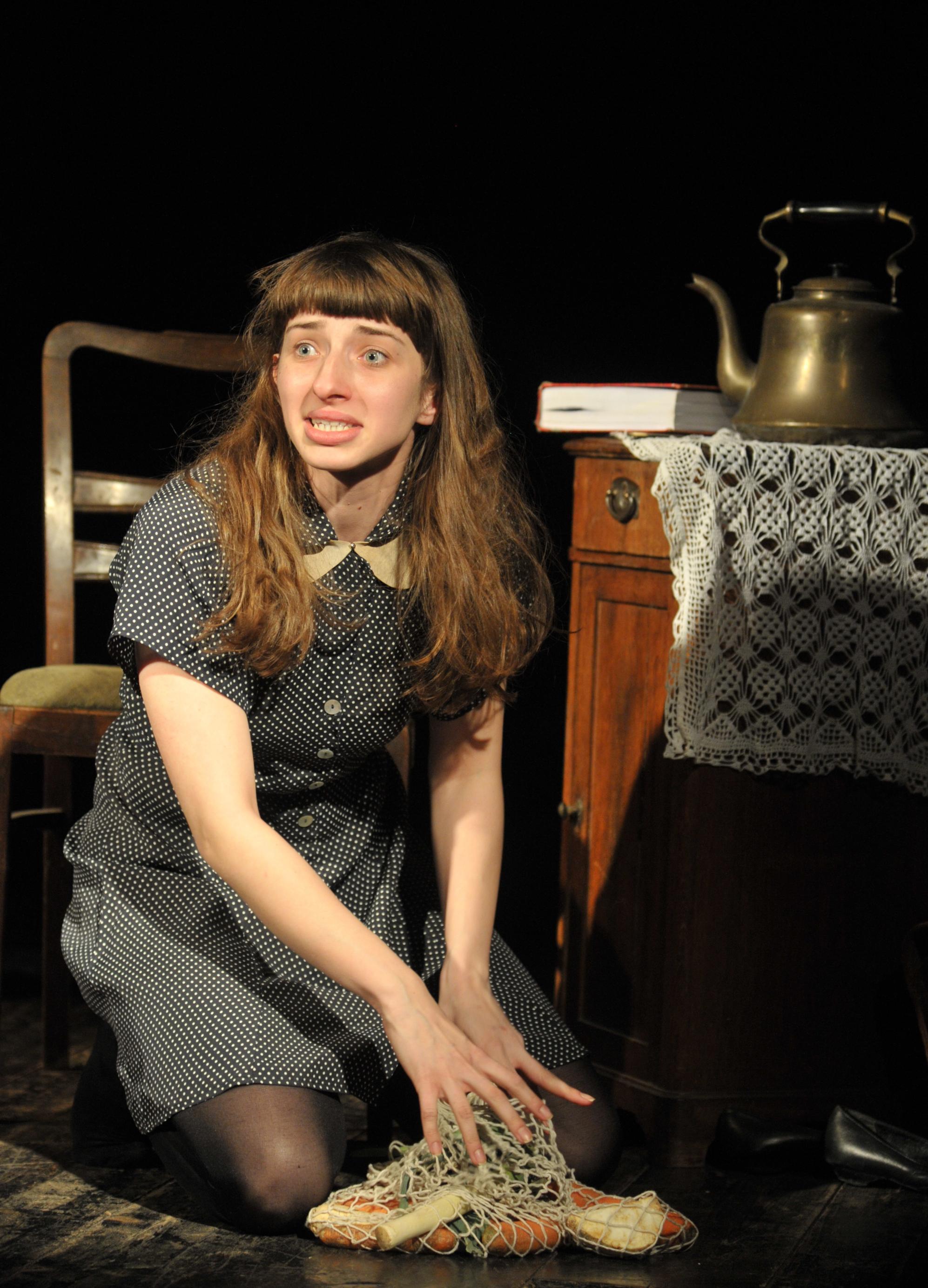 Monika Majewska jako Anna Frank, fot. Jan Waćkowski (źródło: mat. prasowe)