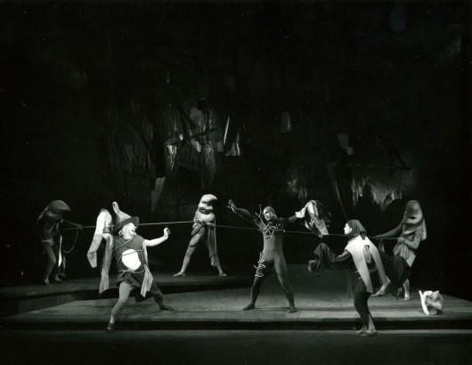 """William Szekspir """"Burza"""", reż. Krystyna Skuszanka, scen. Józef Szajna, 20 III 1959, fot. Adam Drozdowski (źródło: mat. prasowe)"""