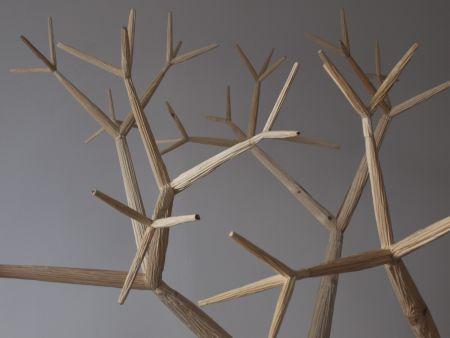 """Szymon Kobylarz, """"Fraktal (drzewo)"""" – rzeźba z drewna, 2014 (źródło: materiały prasowe organizatora)"""
