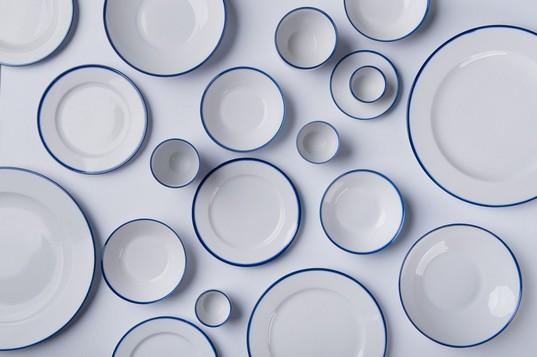 """Kolekcja """"Blue Line"""", proj. Marek Cecuła, Daga Rogers, Ćmielów Design Studio (źródło: materiały prasowe)"""