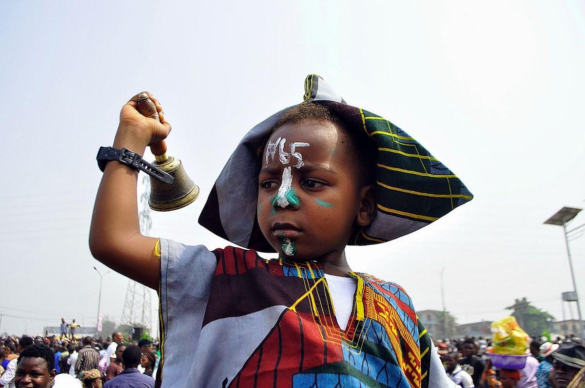 "Aderemi Adegbite, ""A boy exercising his Civic Right during the protest in Nigeria"". Photography. Courtesy: the artist (źródło: materiały prasowe organizatora)"