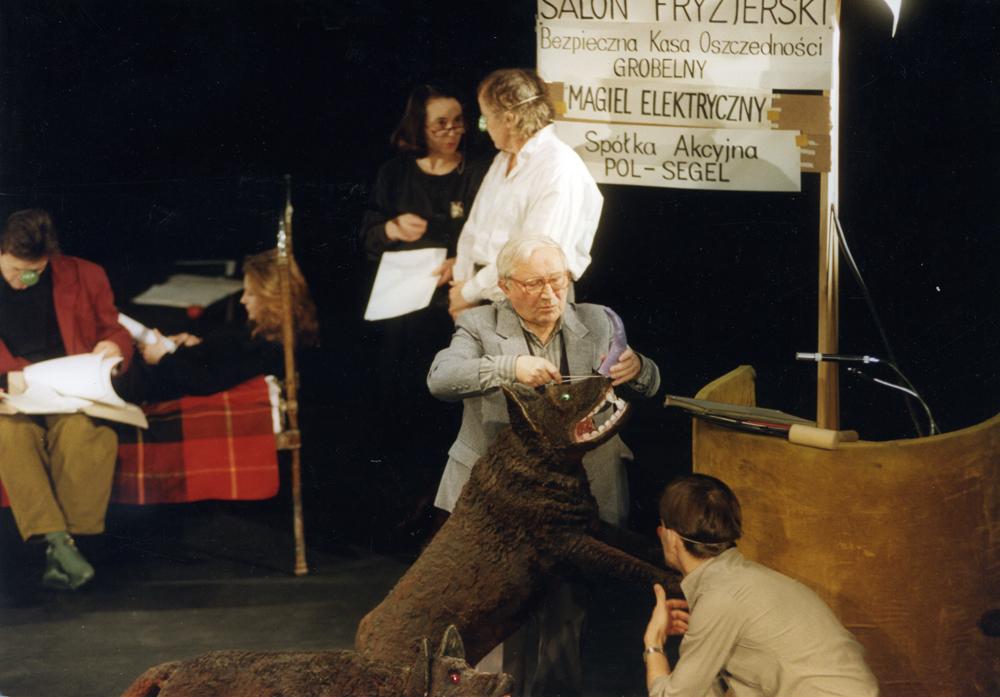 """""""Kartoteka rozrzucona"""", 1992, fot. Adam Hawałej (źródło: materiały prasowe)"""