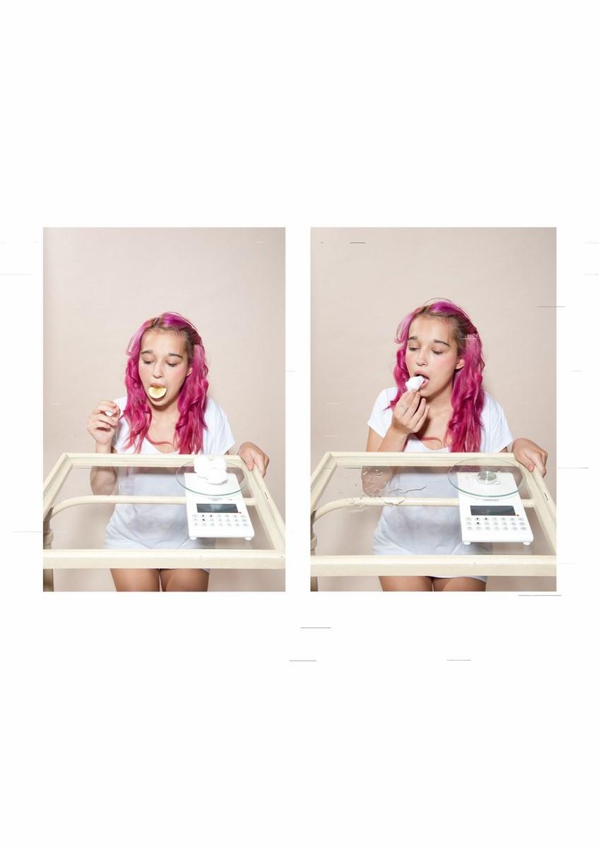 """Daniela Dostálková, """"Eksperyment z sokiem cytrynowym"""", z serii """"Metoda pomiaru"""", 2013. Digital archival print © Daniela Dostálková (źródło: materiały prasowe organizatora)"""