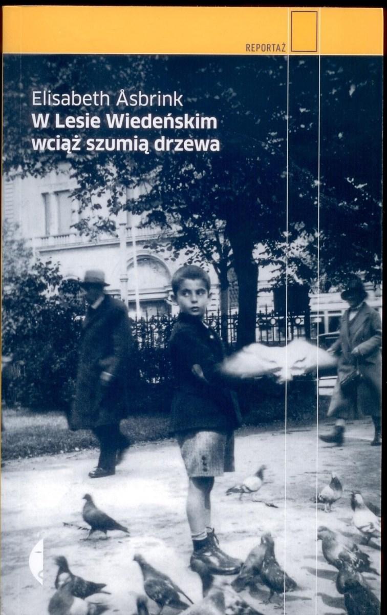 """Elisabeth Asbrink """"W lesie wiedeńskim wciąż szumią drzewa"""", wyd. Czarne – okładka (źródło: materiały prasowe)"""