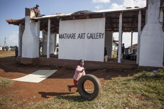 Przygotowywanie galerii, Mathare Art Gallery (źródło: materiały prasowe organizatora)
