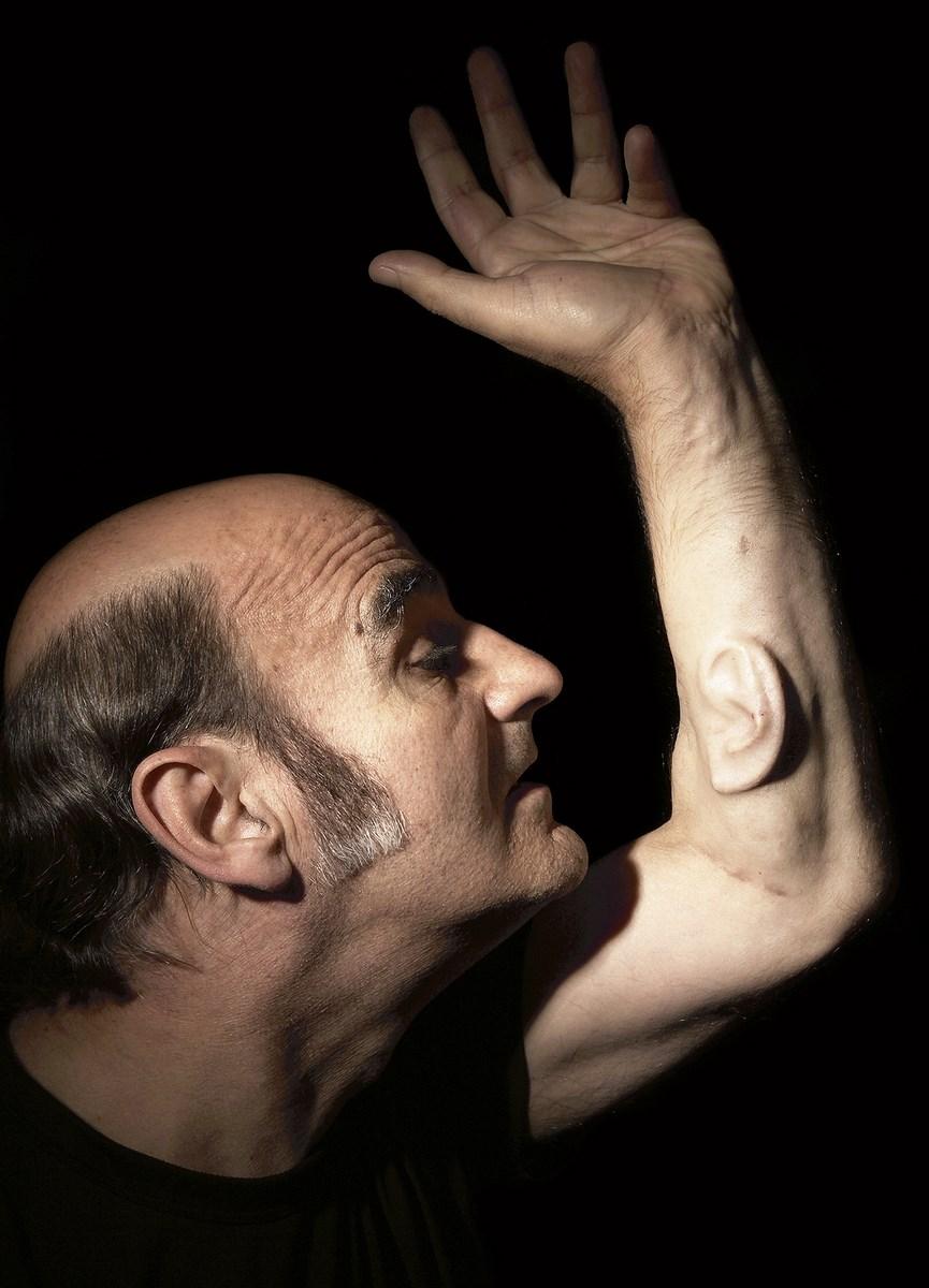 """Stelarc, """"Ear on arm"""", fot. Nina Sellars (źródło: materiały prasowe organizatora)"""