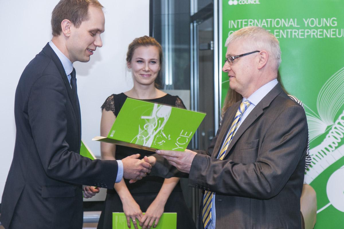 Konkurs Young Creative Entrepreneur, Grzegorz Gądek – zwyciężył w kategorii Design (źródło: materiały prasowe organizatora)