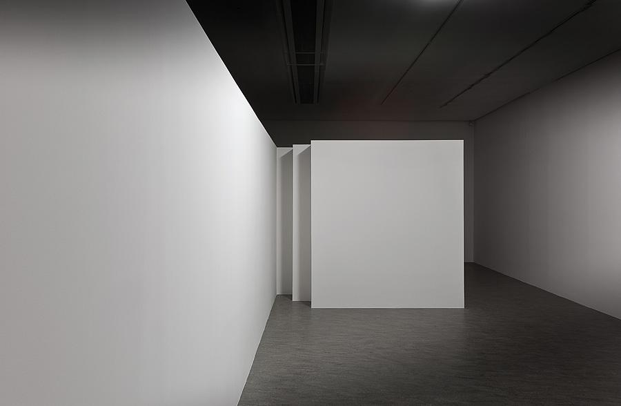 """Mirosław Bałka, """"Knocking"""", 2014, widok instalacji w Centrum Sztuki Współczesnej Znaki Czasu, dzięki uprzejmości artysty, Fot. Wojciech Olech (źródło: materiały prasowe organizatora)"""