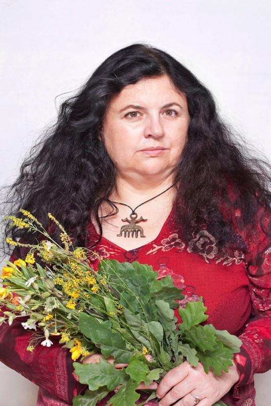 """Fot. Katarzyna Majak, Kasia – zielarka, z cyklu """"Kobiety Mocy"""" (źródło: materiały prasowe organizatora)"""