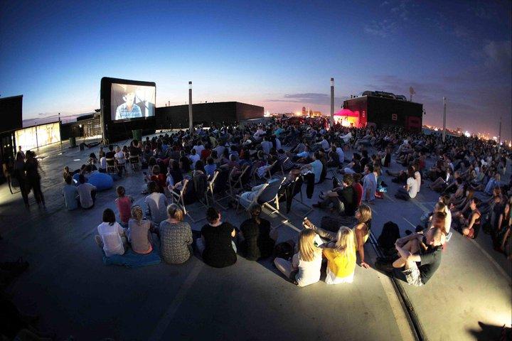 Kino Letnie na dachu DH Renoma, Wrocław (źródło: materiały prasowe organizatora)