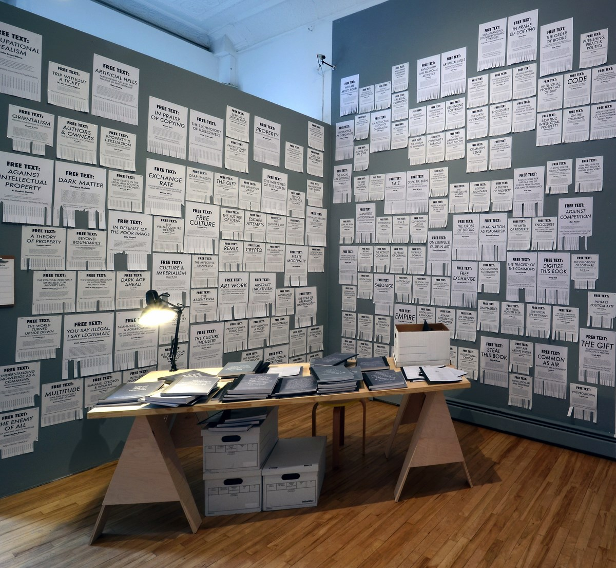 """Stephanie Syjuco, """"Free Texts"""", installation, 2012, ongoing project (źródło: materiały prasowe organizatora)"""
