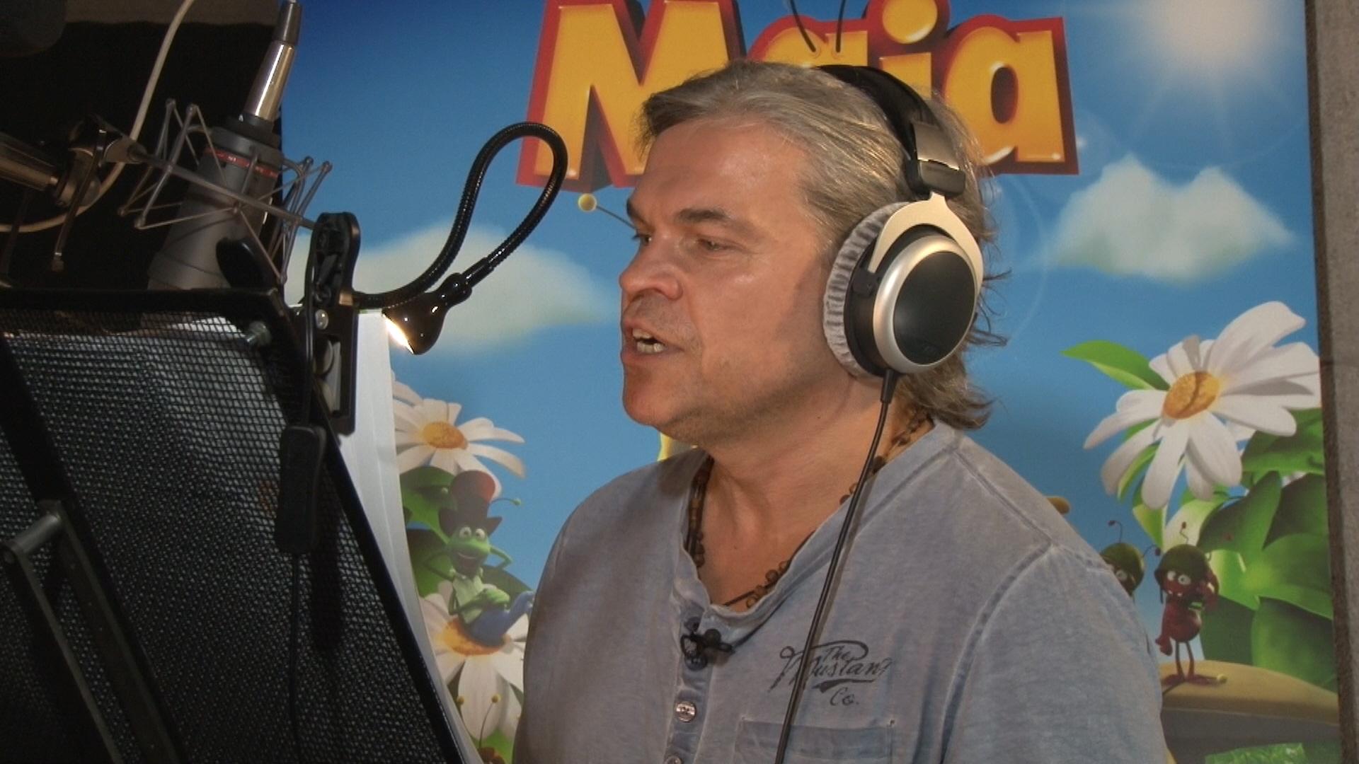 Jarosław Boberek w trakcie nagrywania dialogów do fimu o Pszczółce Mai, (źródło: materiały prasowe dystrybutora)