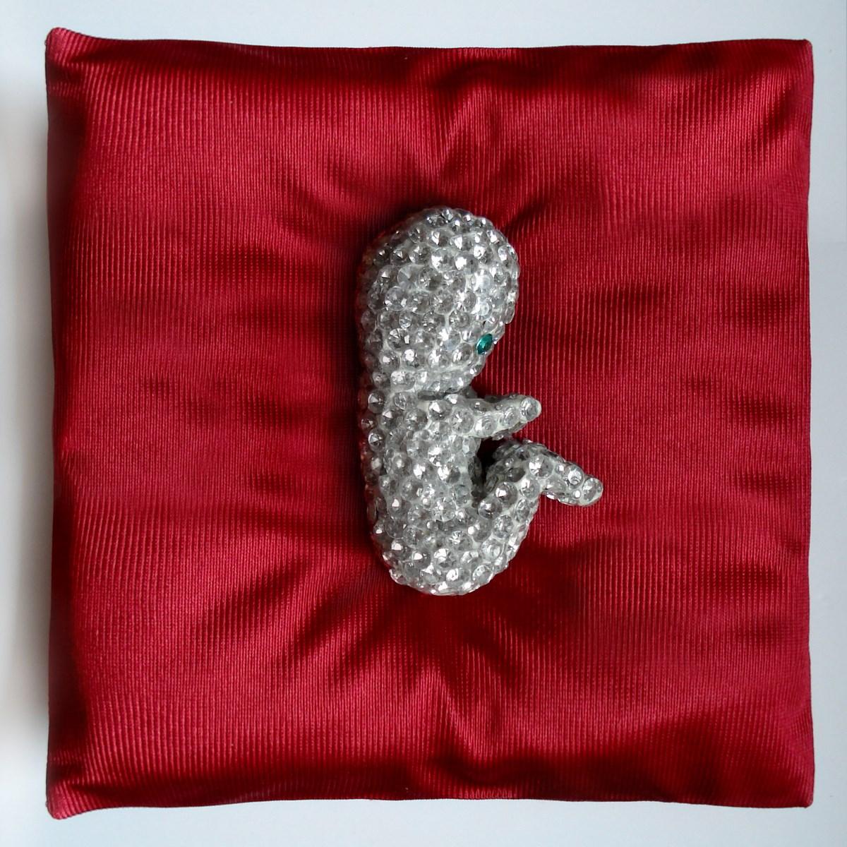"""Ada Karczmarczyk, """"Embryo"""", object, 2013 (źródło: materiały prasowe organizatora)"""
