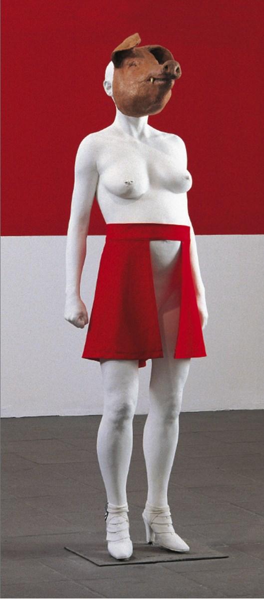 """Anna Baumgart, """"Bombowniczka"""", odlew gipsowy, maska silikon, spódnica, 2005, dzięki uprzejmości artystki (źródło: materiały prasowe organizatora)"""