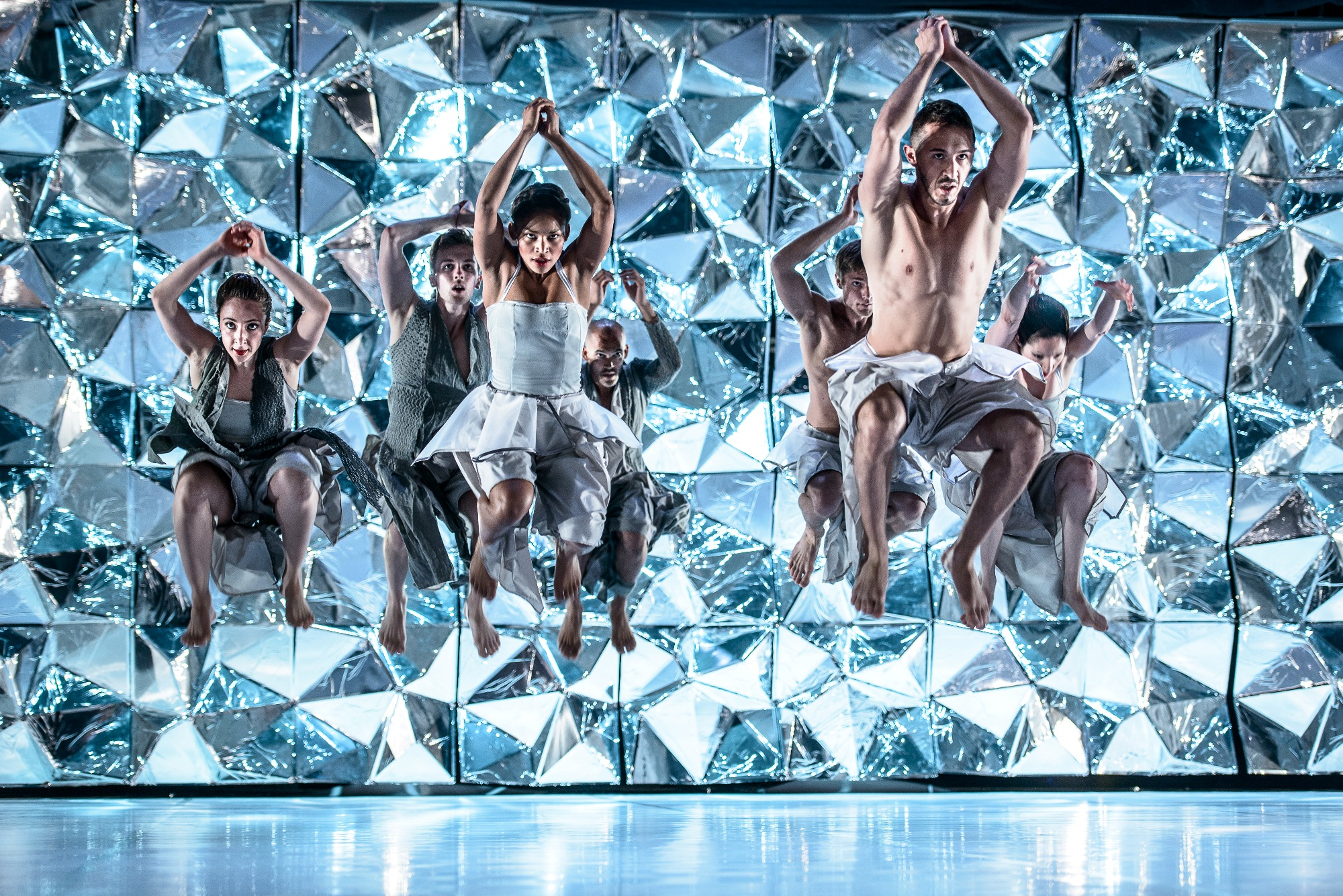 """Kadr ze spektaklu """"Black Diamond"""", (źródło: materiały prasowe organizatora)"""