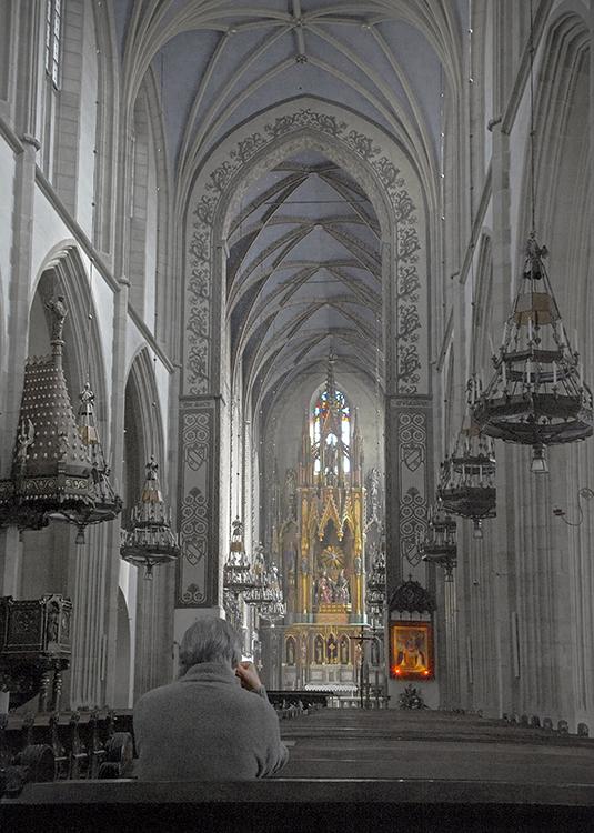 """II Nagroda, Andrij Czekanowski, """"Samotna modlitwa w kościele Trynitarnym w Krakowie"""" (źródło: materiały prasowe organiozatora)"""