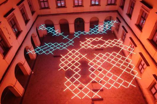 Mirosław Filonik, Daylight System, Roza, CSW, Warszawa, 2010, instalacja (źródło: materiały prasowe organizatora)