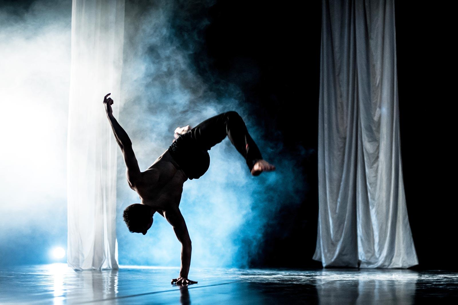 """Spektakl """"Ogniwa"""", fot. P.Gamdzyk.(źródło: materiały prasowe organizatora)"""