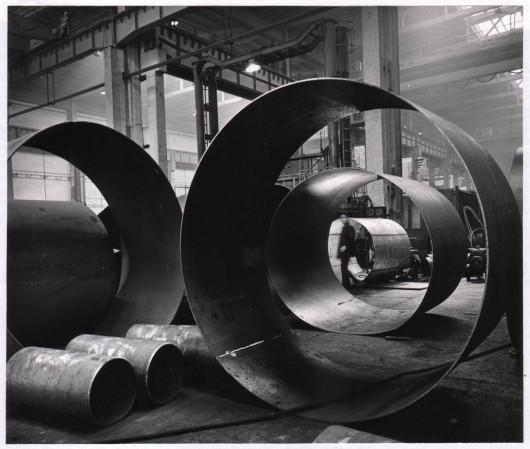 Paweł Pierściński, fotografia z Zakładów Urządzeń Chemicznych i Armatury Przemysłowej CHEMAR w Kielcach, 1968. Dzięki uprzejmości galerii Raster (źródło: materiały prasowe organizatora)