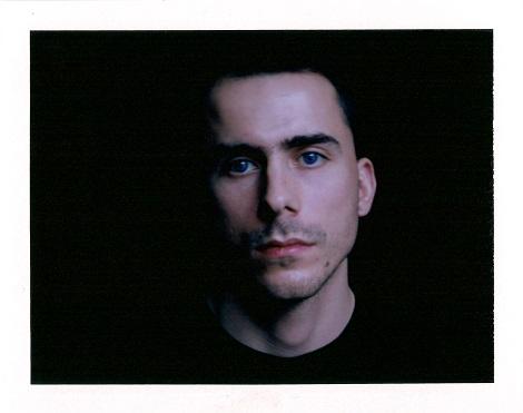 Mateusz Choróbski, autoportret, poraroid (źródło: materiały prasowe organizatora)