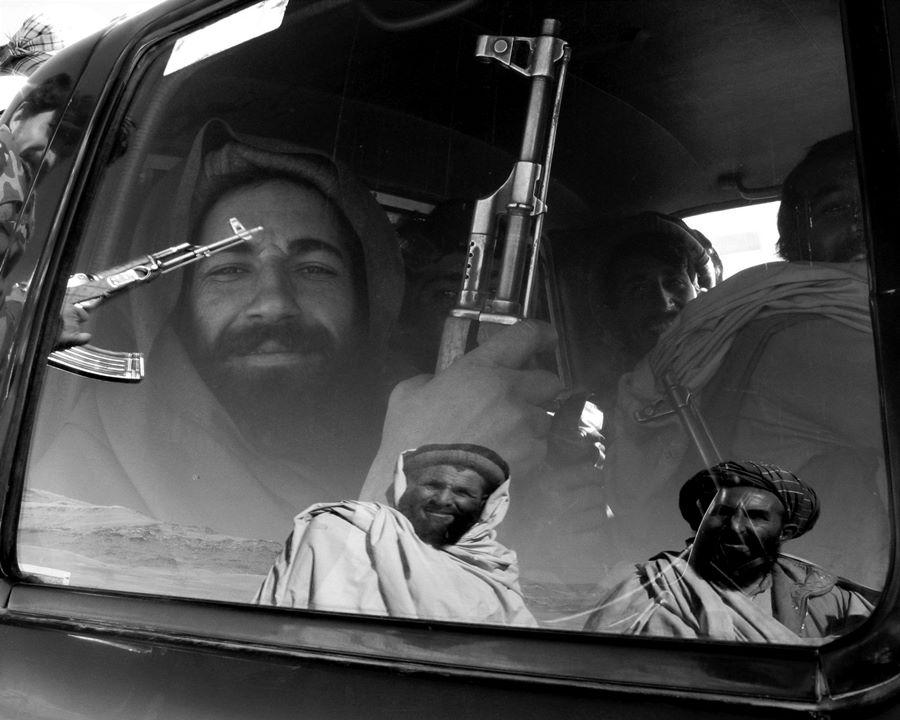 Wojna z Talibami. Żołnierze sojuszu północnego komendanta Sajafa wyruszają na front pod Kabul, Afganistan, fot. Krzysztof Miller (źródło: materiały prasowe organizatora)