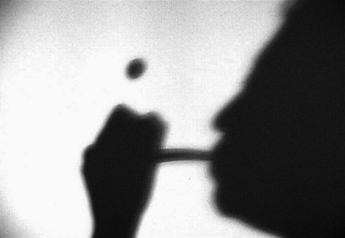 """Krzysztof M. Bednarski """"Ceci n'est pas cette pipe"""", 2003 (źródło: materiały organizatora)"""