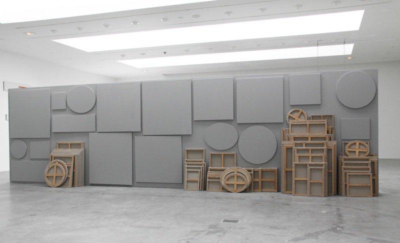 """Claude Rutault """"Sto płócien razem"""", fot. Galerie Perrotin (źródło: materiały prasowe organizatora)"""