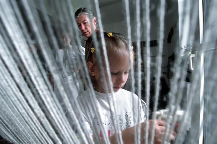 Joanna Hasior uczy tkactwa, Dom Kultury w Cisnej, fot. Piotr Skóródło: materiały prasowe organizatora)