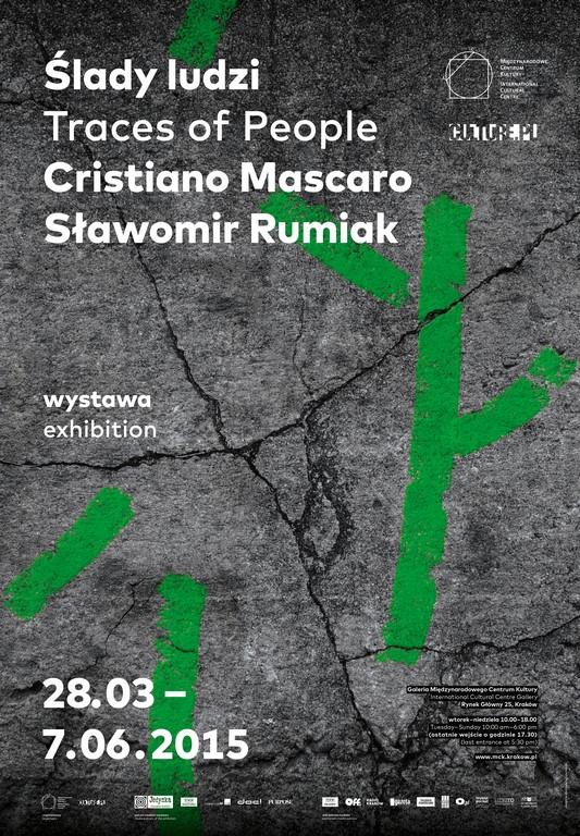 """Plakat wystawy """"Ślady ludzi. Cristiano Mascaro/ Sławomir Rumiak"""" (źródło: materiały prasowe organizatora)"""
