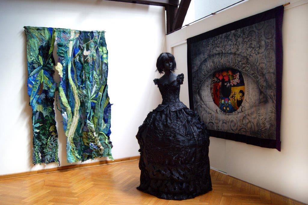 Wystawa tkaniny artystycznej, BWA Galeria Zamojska, fot. Janusz Zimon (źródło: materiały prasowe organizatora)