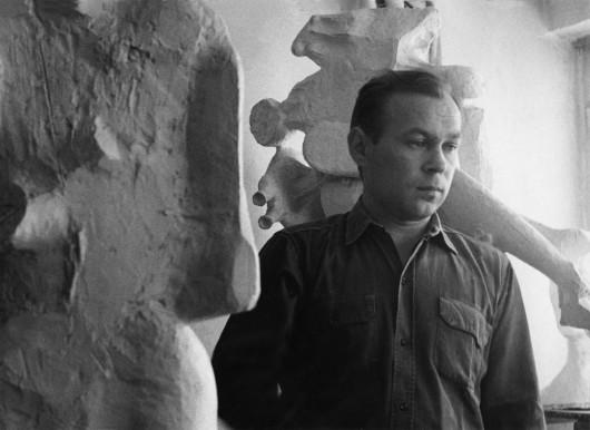 Adolf Ryszka w pracowni, fotografia (źródło: materiały prasowe organizatora)