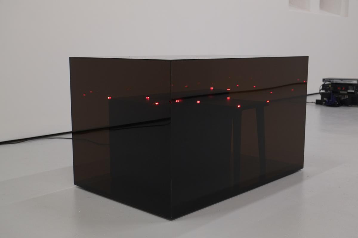 """Wojciech Bąkowski, """"Panowanie nad fragmentem nocy"""", 2014, fotografia z wystawy """"NOT I"""" w St. Carthage Hall w Lismore (źródło: materiały prasowe organizatora)"""