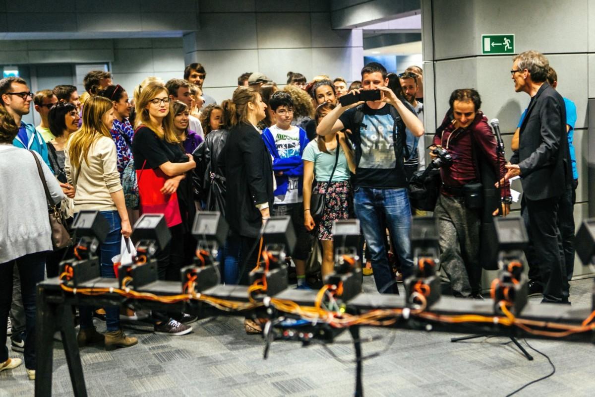Biennale Sztuki Mediów WRO 2015 Test Exposure, oprowadzania, fot. Maciej Maziej (źródło: materiały prasowe organizatora)