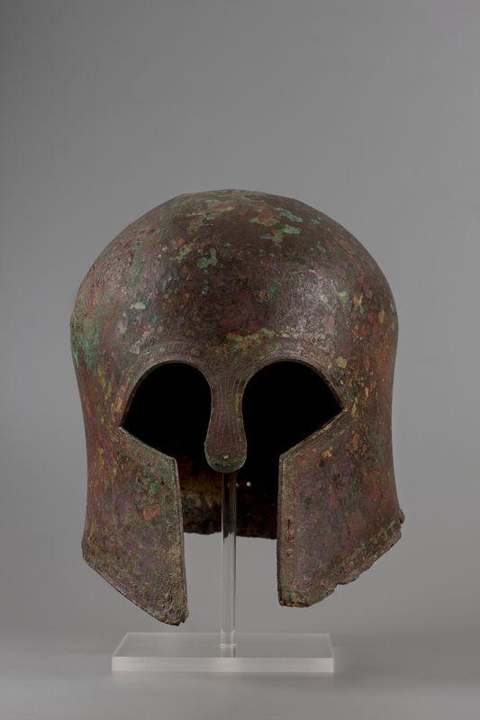 "Hełm grecki typu ""Myros"", koryncki, Grecja, VI w. p.n.e., brąz (źródło: materiały prasowe)"