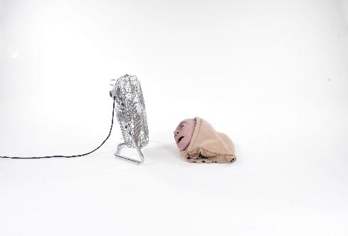 """Piotr Skiba, """"Vulgar Display of Power"""", video HDV, 7:52; 2013 (źródło: materiały prasowe)"""