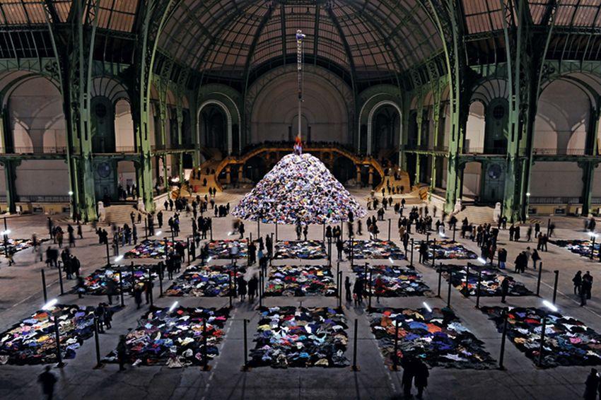 """Christian Bolatanski, """"Personne"""", Grand Palais, 2010 (źródło: materiały prasowe)"""
