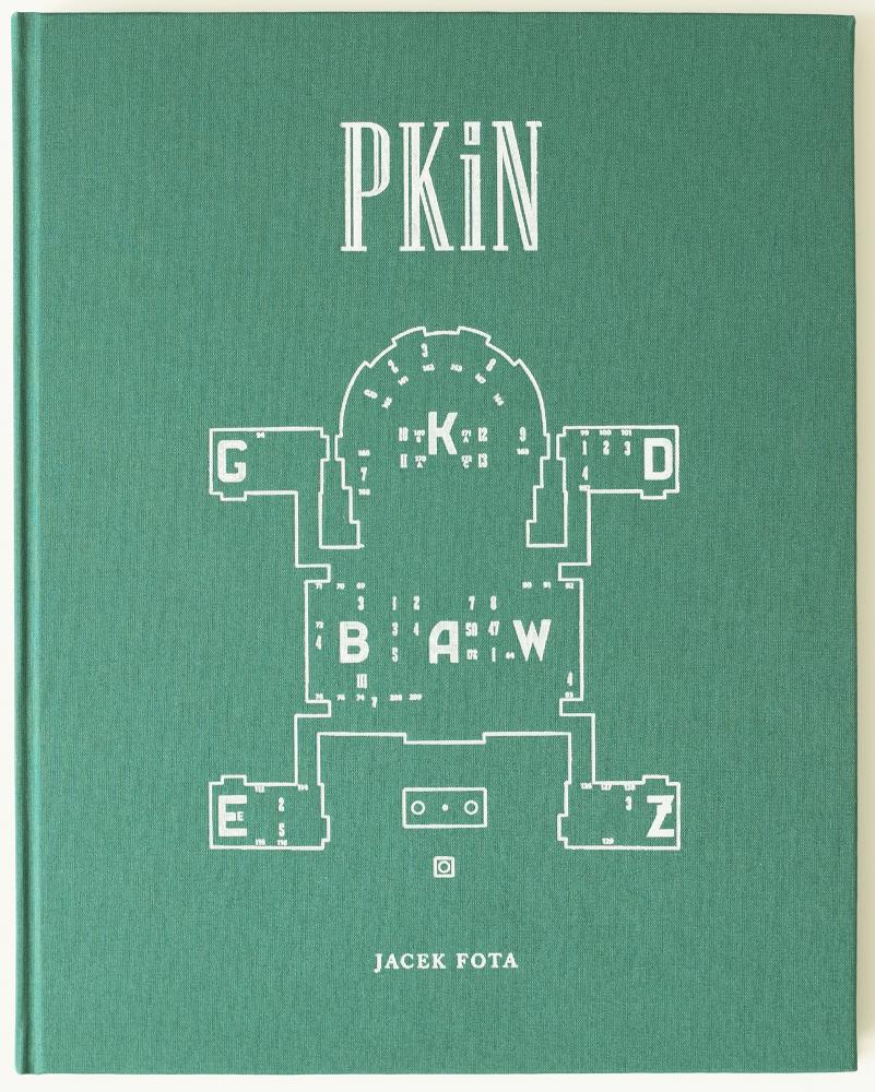 """Jacek Fota, """"PKiN"""" – okładka (źródło: materiały prasowe wydawcy)"""