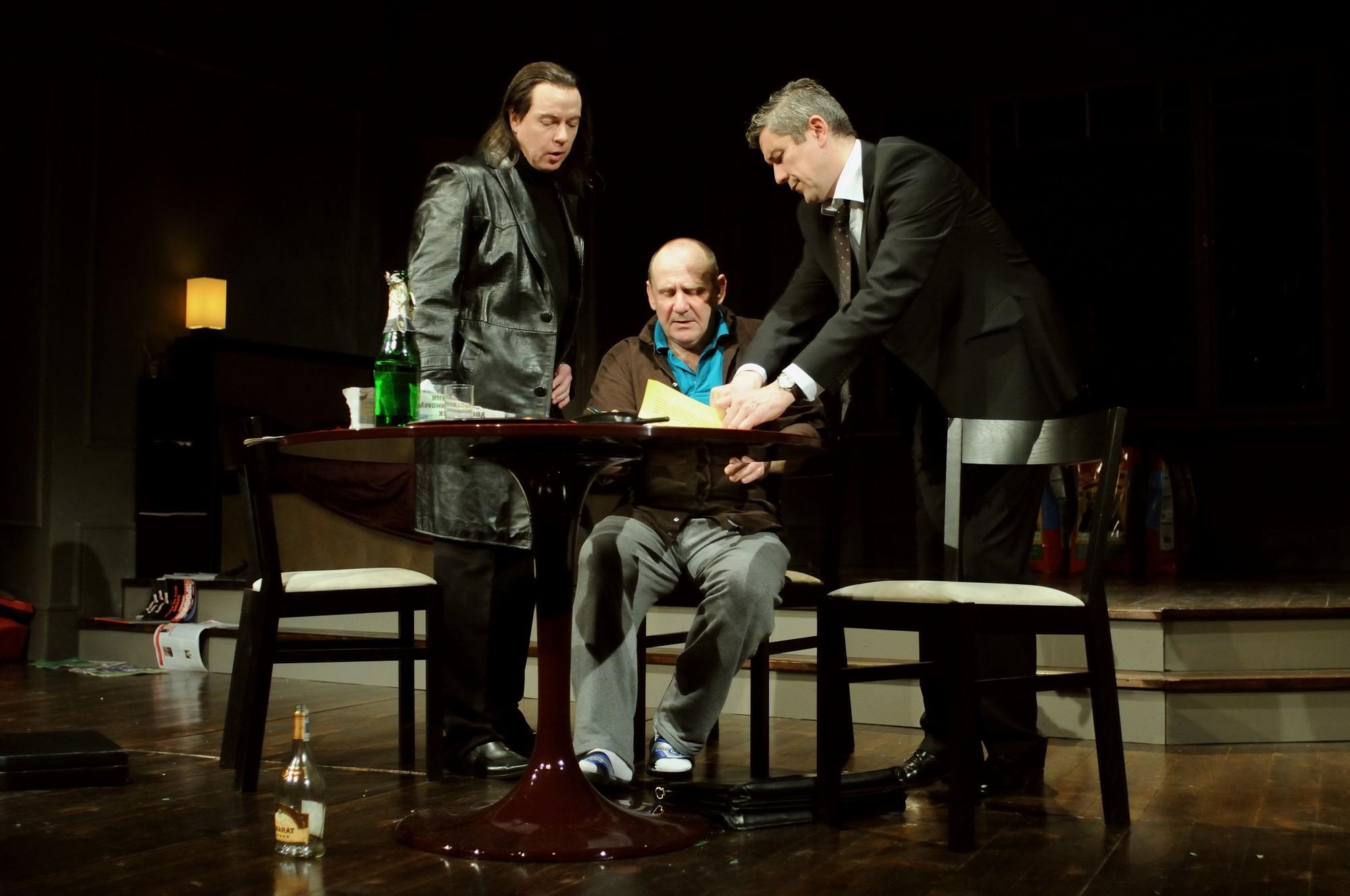 """Spektakl """"Ludzie i Anioły"""", tekst: Wiktor Szenderwoicz, reżyseria: Wojciech Adamczyk (źródło: materiały prasowe organizatora)"""