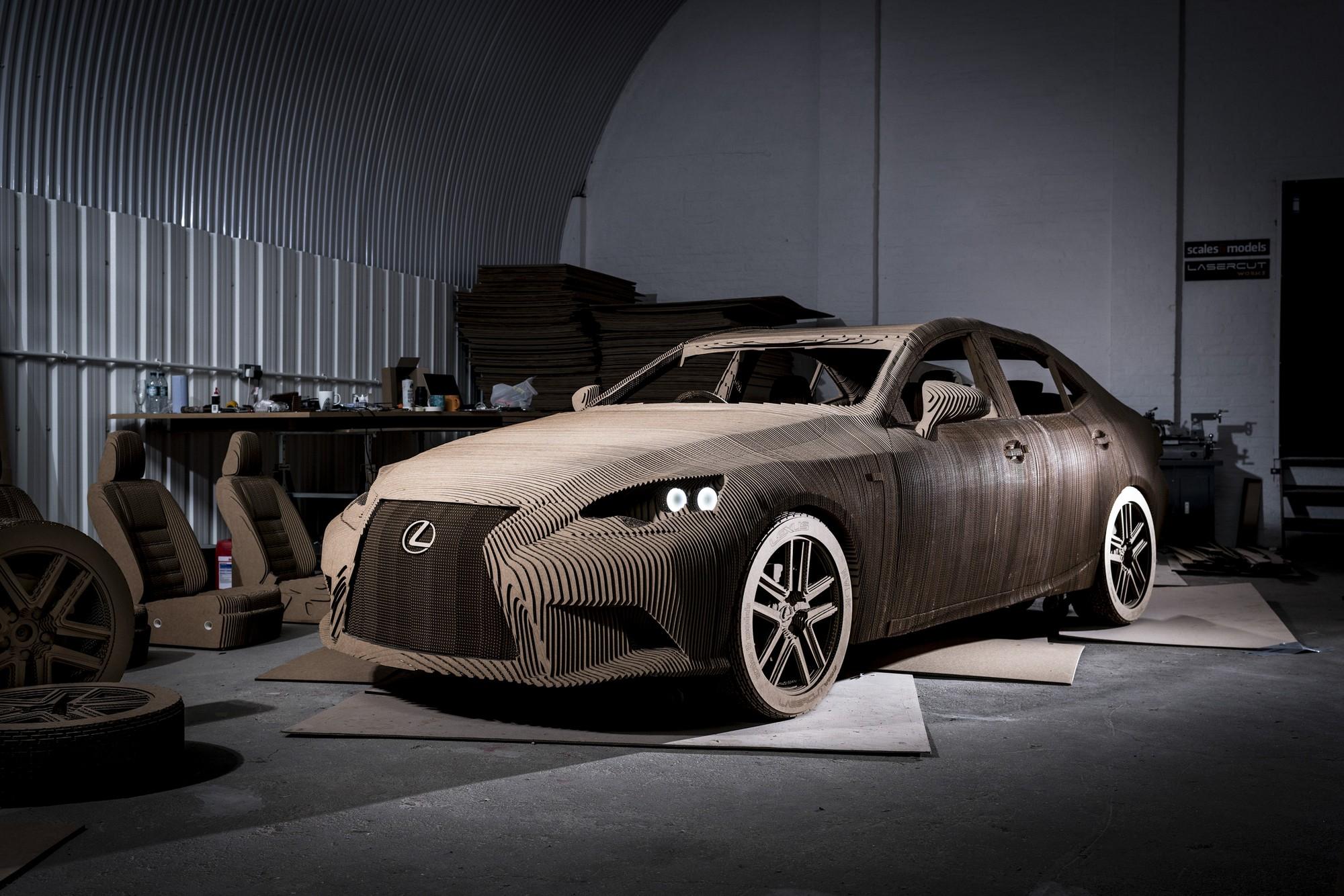 Samochód Origami, tekturowa replika Lexusa IS (źródło: materiały prasowe Lexus UK)