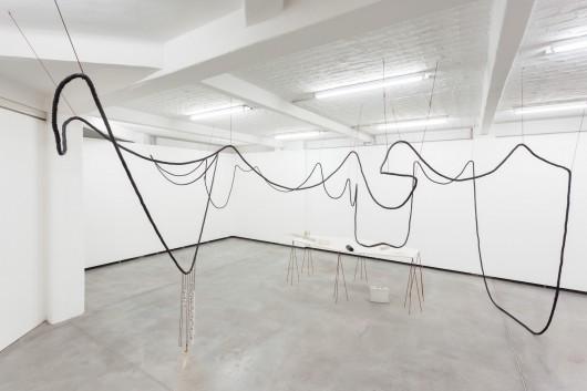 "Iza Tarasewicz, ""Collaborating Objects Radiating Environments"", Kuntlerhaus Bethanien, 2014, Berlin, for. Ivo Gretener (źródło: materiały prasowe organizatora)"