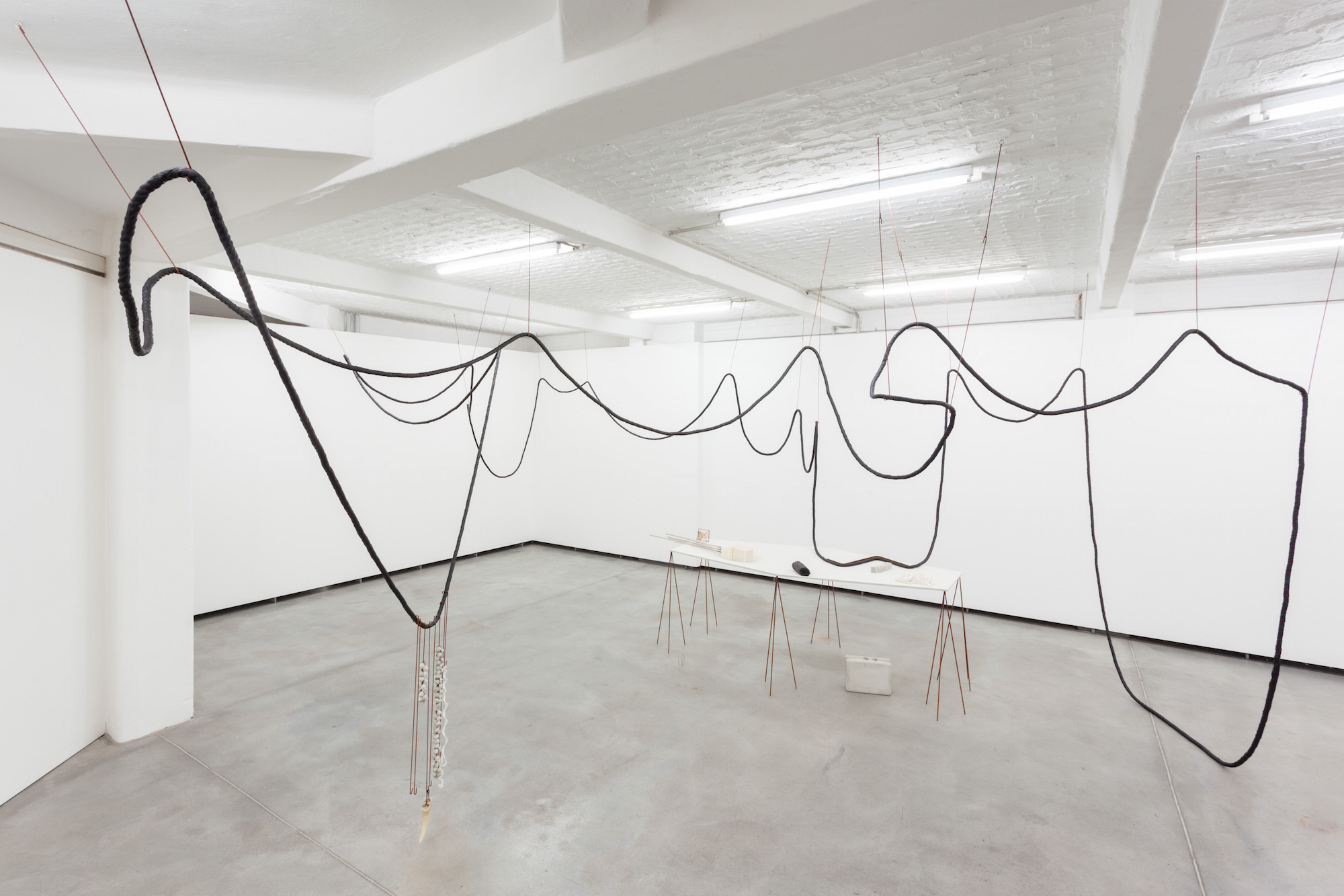 "Iza Tarasewicz, ""Collaborating Objects Radiating Environments"", Kuntlerhaus Bethanien, 2014, Berlin, for. Ivo Gretener (źródło: materiały prasowe organizatora)"