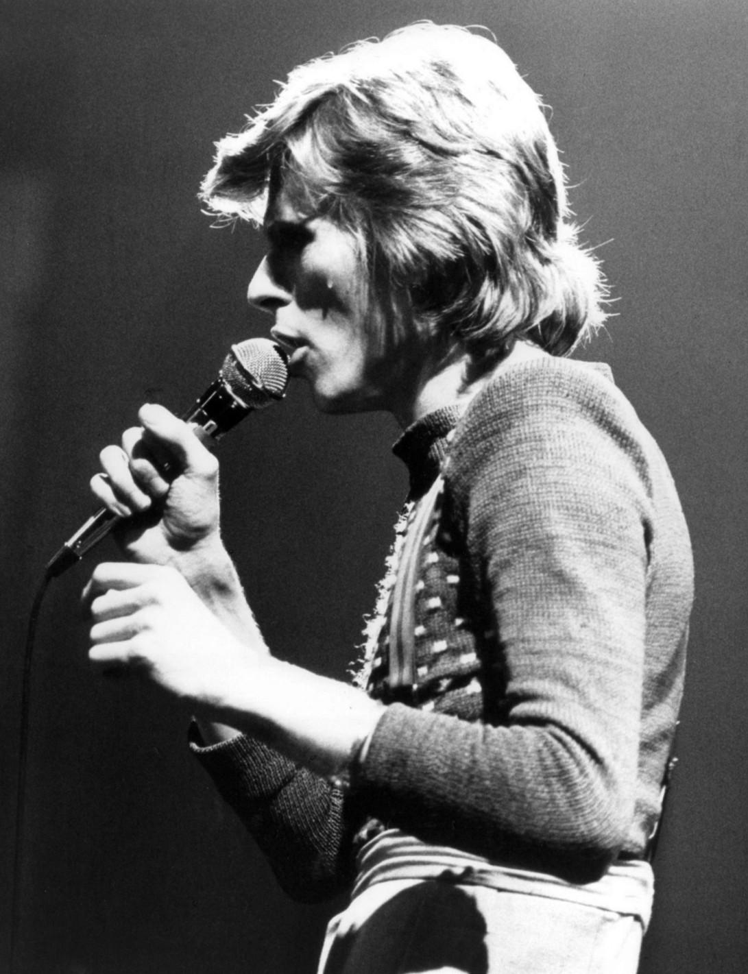 David Bowie 1 października 1974 roku, podczas programu muzycznego stacji ABC In Concert (źródło: Wikipedia. Na licencji Creative Commons)