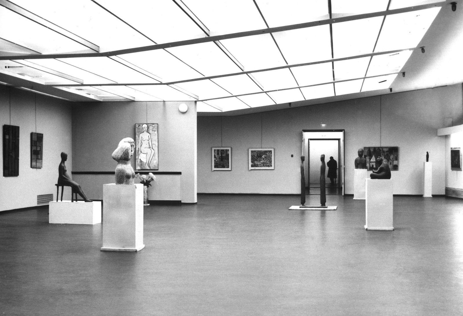 Przestrzeń ekspozycyjna na I piętrze Miejskiego Pawilonu Wystawowego w Krakowie, lata 60. XX wieku, autor nieznany, Archiwum Galerii Bunkier Sztuki (źródło: materiały prasowe organizatora)