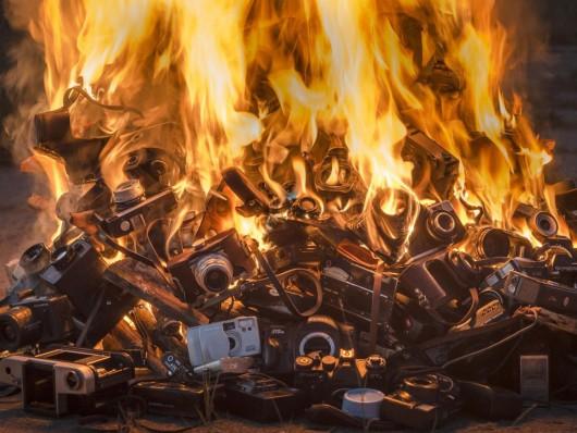 """Szymon Rogiński, """"Burned"""", 2015. Dzięki uprzejmości galerii Piktogram i galerii Raster (źródło: materiały prasowe organizatora)"""