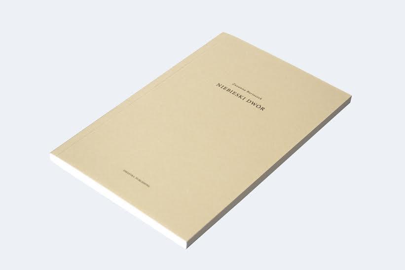 """Zuzanna Bartoszek, """"Niebieski Dwór"""" – okładka książki (źródło: materiały prasowe wydawcy)"""