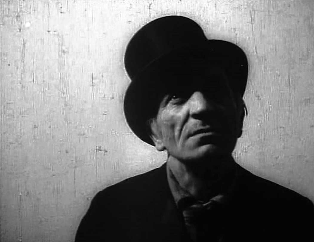 """Józef Robakowski, """"Zapis"""", 1972 (kadr z filmu) (źródło: materiały prasowe organizatora)"""
